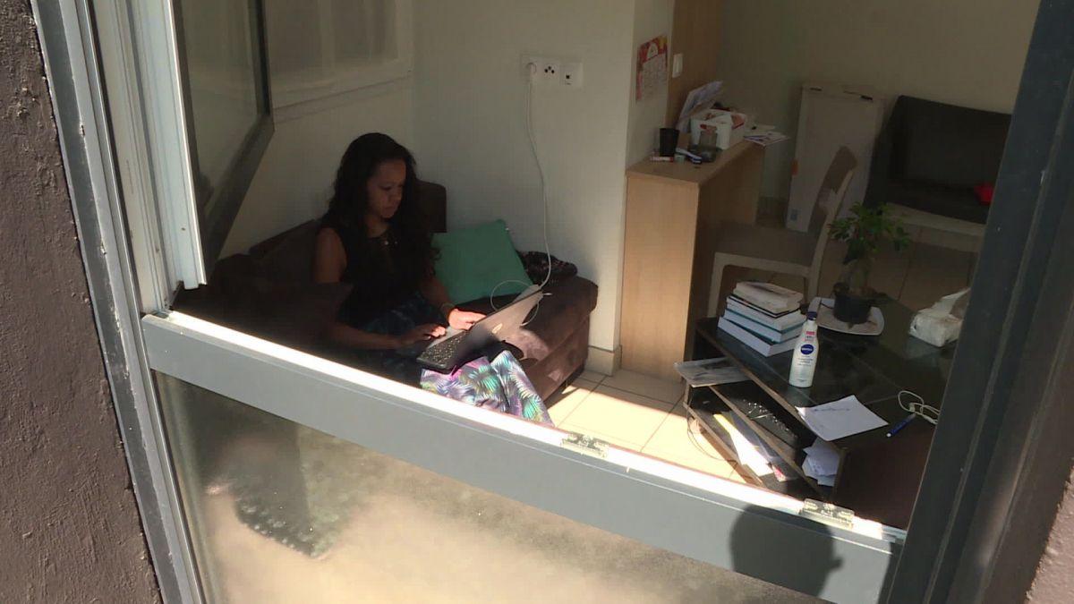 étudiants confinés avec les punaises de lit.